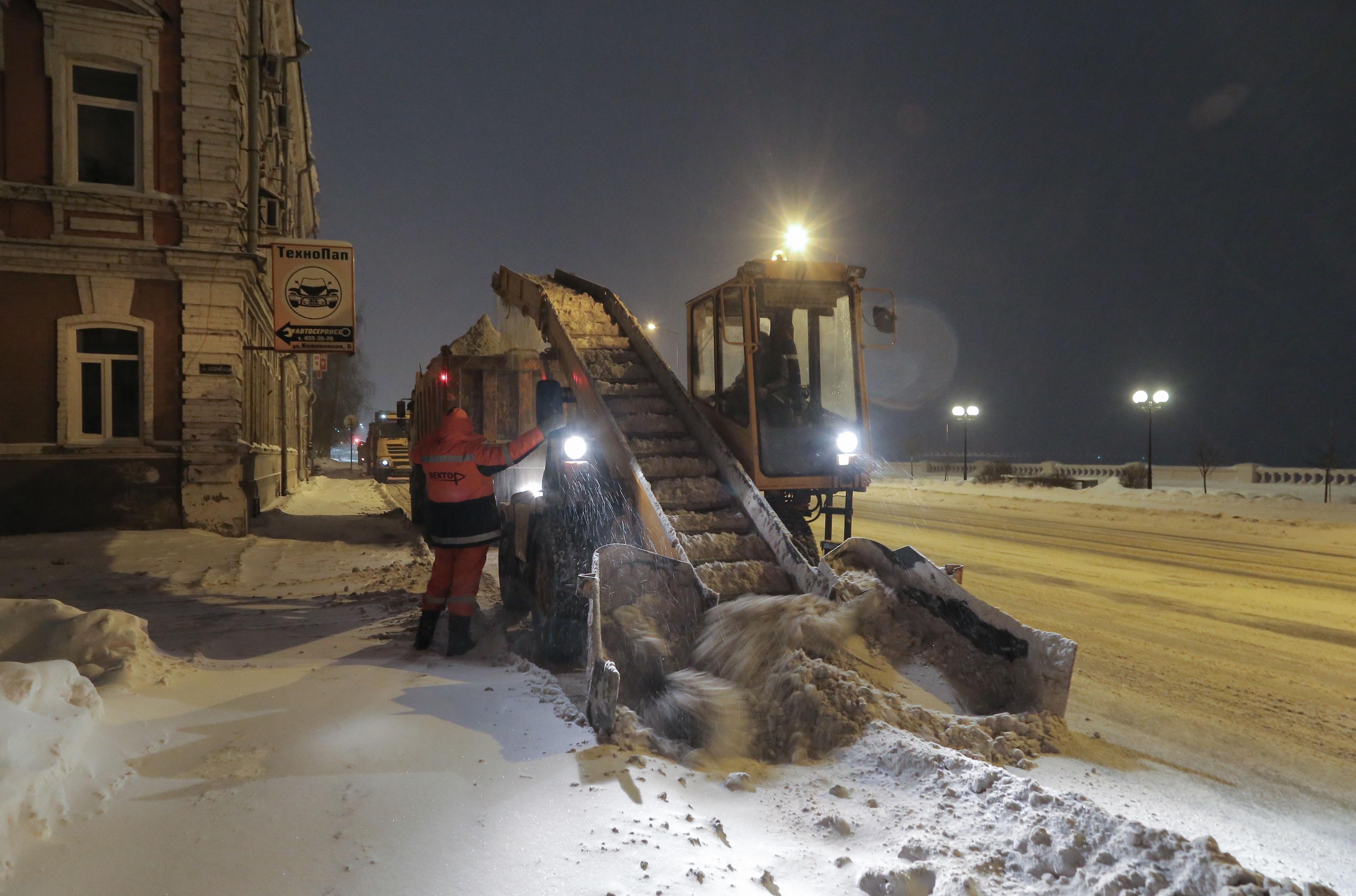 Свыше 550 машин убирали снег в Нижегородской области в выходные - фото 1